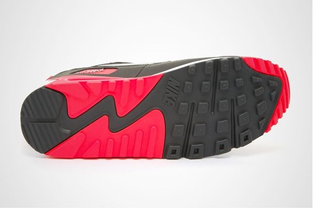 Nike Am90 Blk Infrared Sole Profile 1
