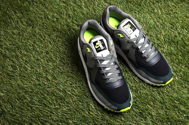 Nike Air Max Light Water Resistant Pack 1