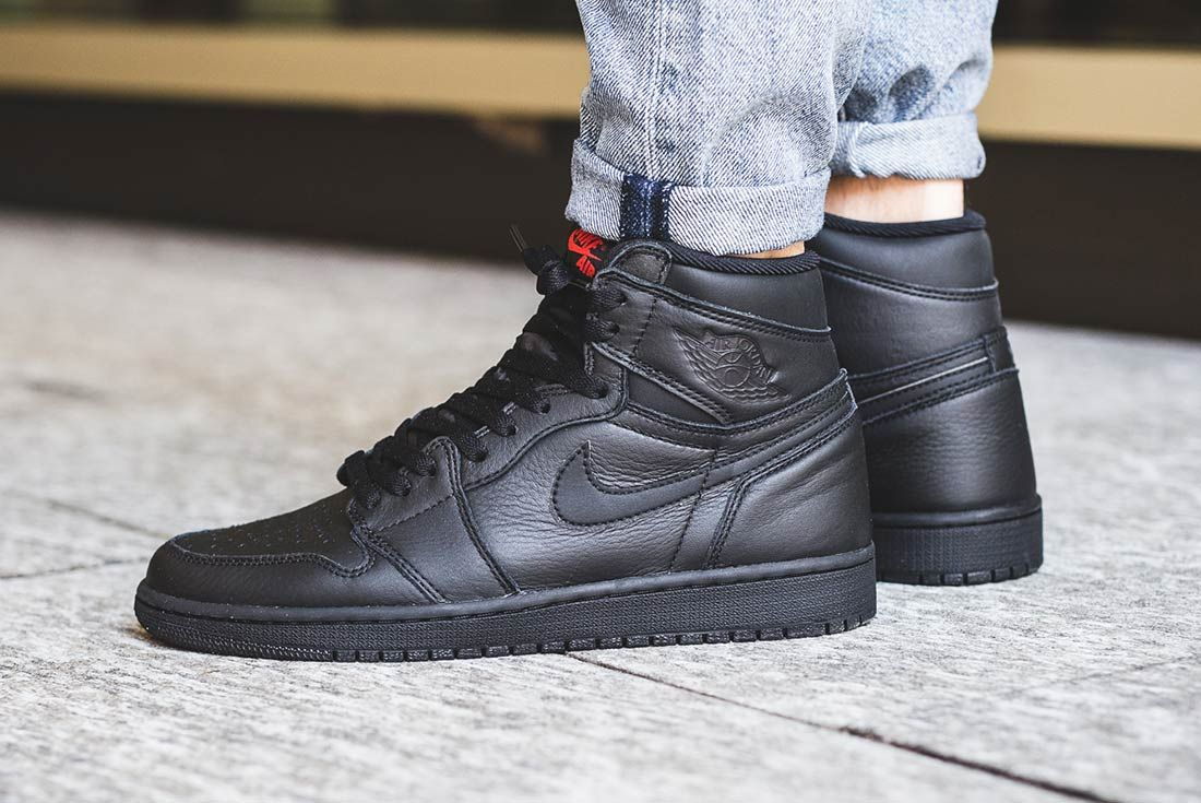 Air Jordan 1 High (Triple Black