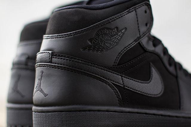 Air Jordan 1 Triple Black 2