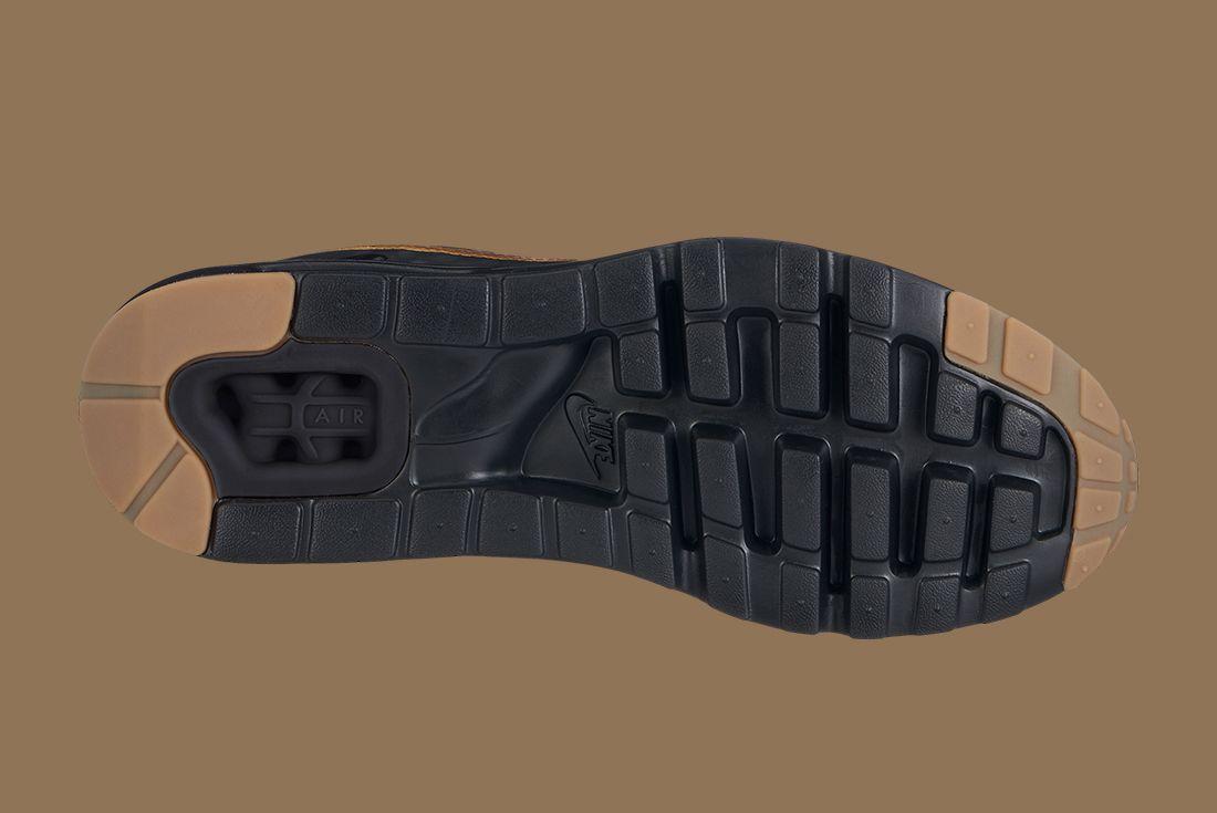 Nike Black Gold Pack 16