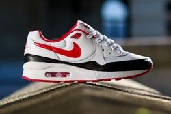 Nike Wmns Air Max Light White Chilling Red Thumb