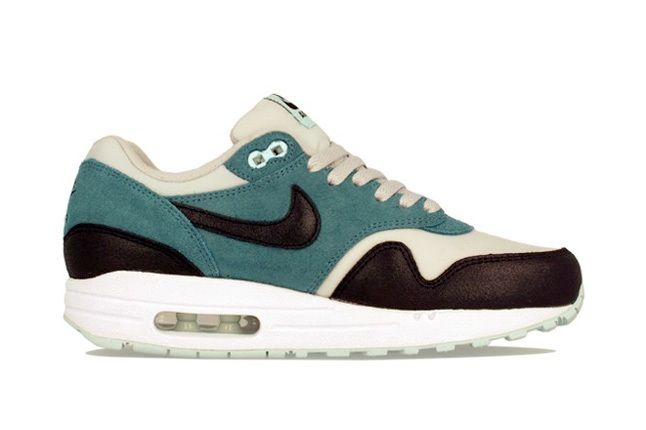 Nike Am1 Wmns Fall Overkill Delivery 14