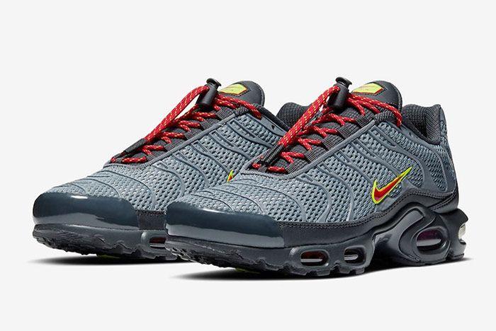 Nike Air Max Plus Toggle Grey Quarter