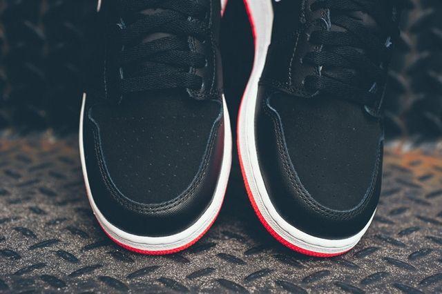 Air Jordan 1 Black Hot Lava 4