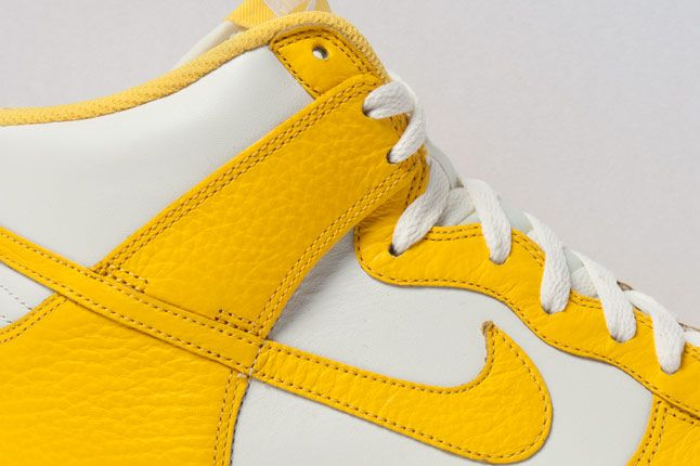 Nike Dunk High Varsity Maize Side 2 1
