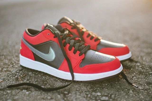 Air Jordan 1 Low Blackgym Redgreen Pulse6