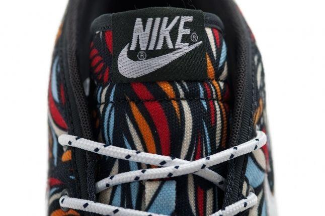 Nike Toki Textile Midasgold Pimento Tongue Detail 1