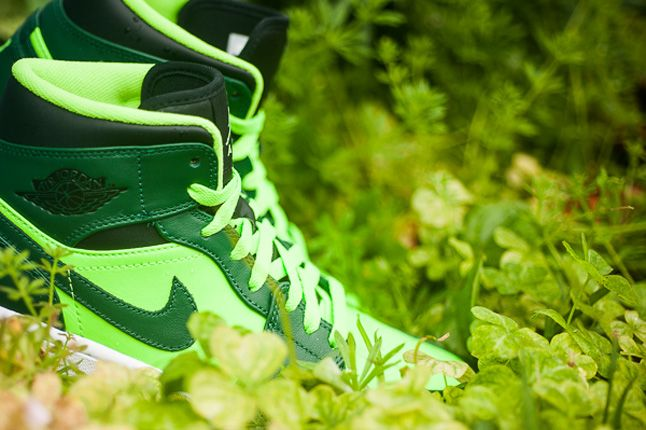 Jordan 1 Mid Electric Green Details 1