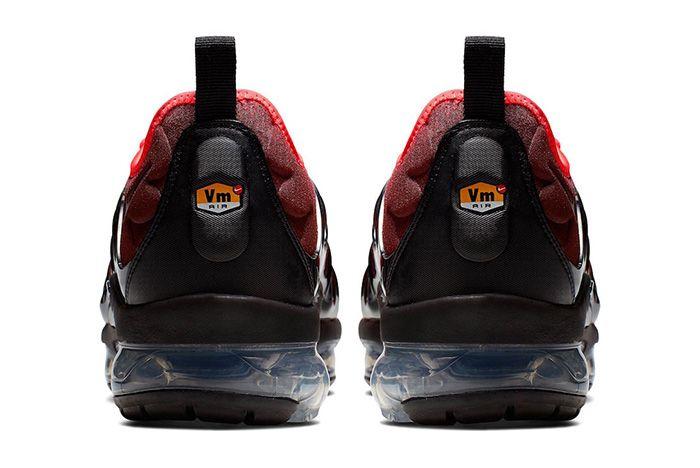 Nike Air Vapor Max Plus Black Flash Crimson Heel
