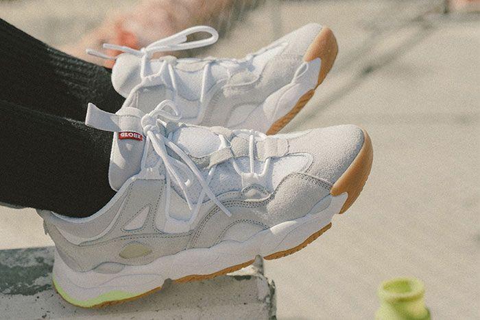 Lifestyle Optionevo Wht 02 Side On Foot