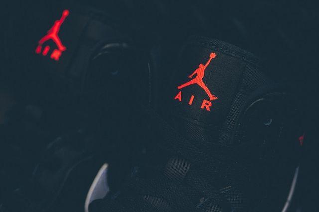 Air Jordan 1 Black Hot Lava 5