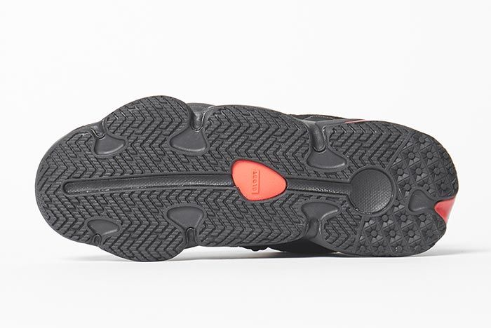 Globe Option Black Sole Shot