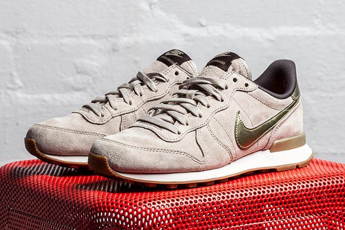 Nike Internationalist Gold Beige 1