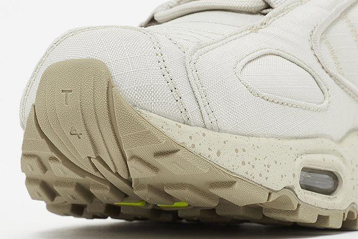 Nike Air Max Tailwind Iv Bv1357 200 Close Up Toe Box Shot