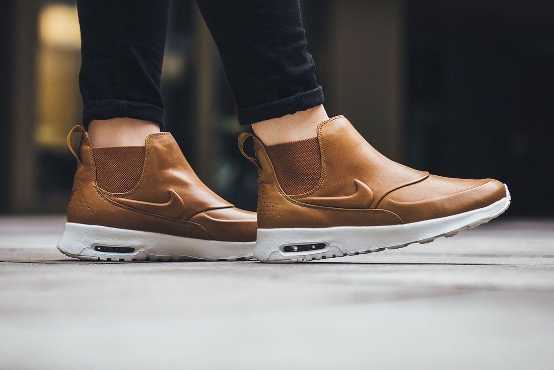 Nike Thea 1