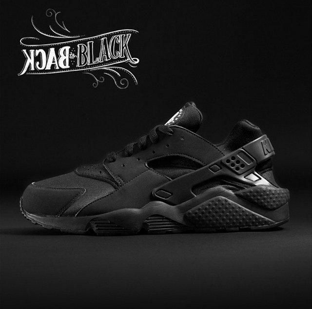 Nike Air Huarache Triple Black1