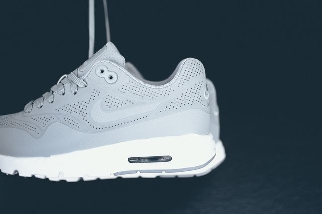 Nike Am1 Ultra Moire Wolf Grey 3