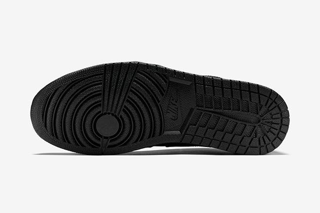 Air Jordan 1 Low Triple Black2
