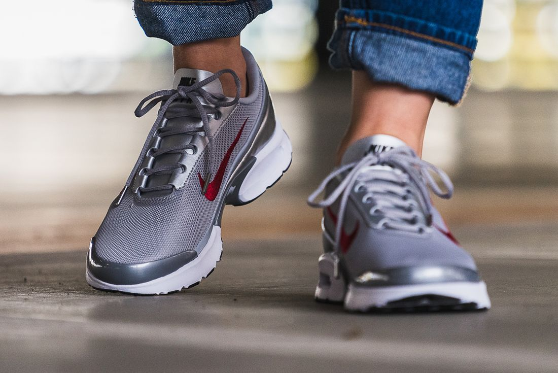 Nike Air Max Jewell Womens Silver Bullet3