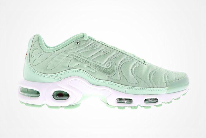 Nike Wmns Air Max Plus Satin 7