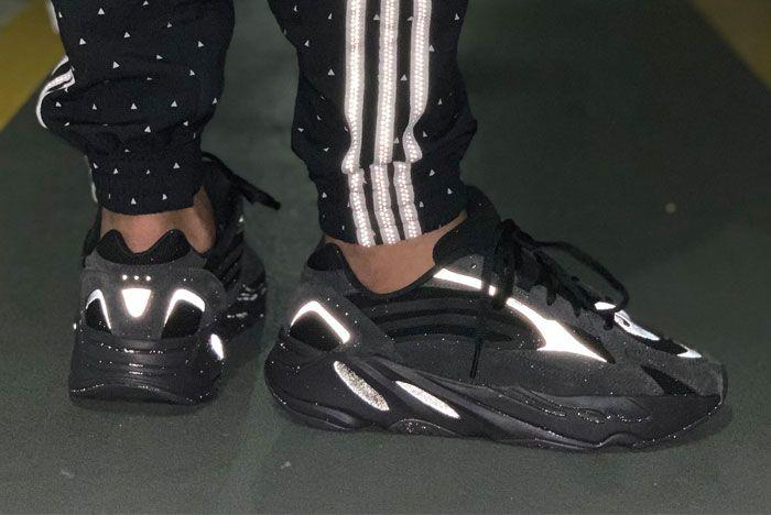 Adidas Yeezy Boost 700 V2 Vanta Right
