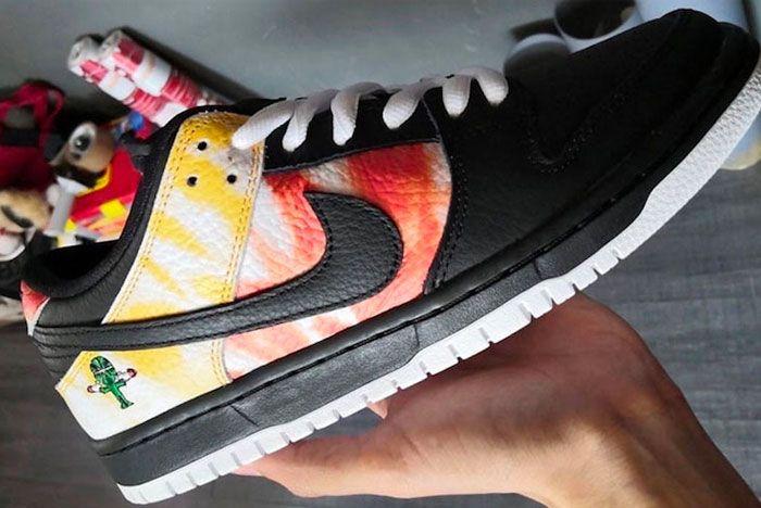 Nike Sb Dunk Raygun Black In Hand