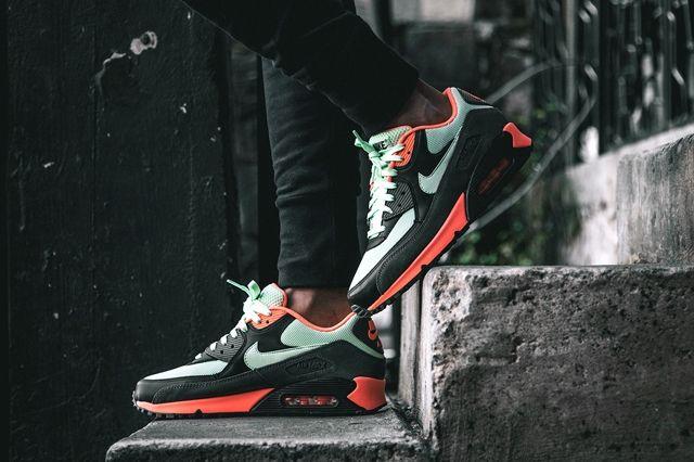 Nike Am90 Essential Vapor 3