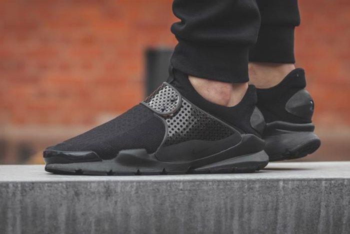 Nike Sock Dart Black 4