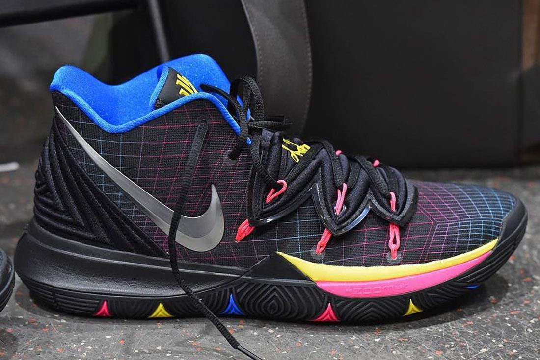 Nike Kyrie 5 Friends Right