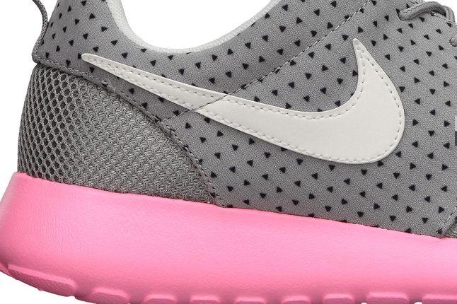 Nike Wmns Roshe Run Pink Swoosh Detail 1