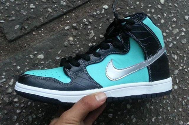 Diamond Supply Co X Nike Dunk High Tiffany 2