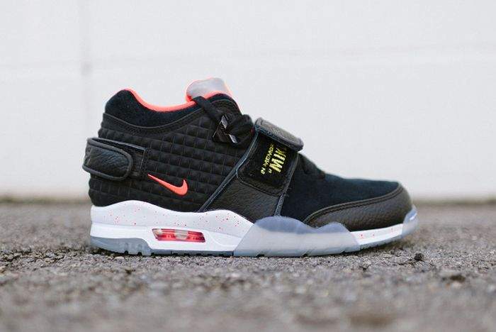 Nike Air Trainer Cruz Blackbright Crimson3