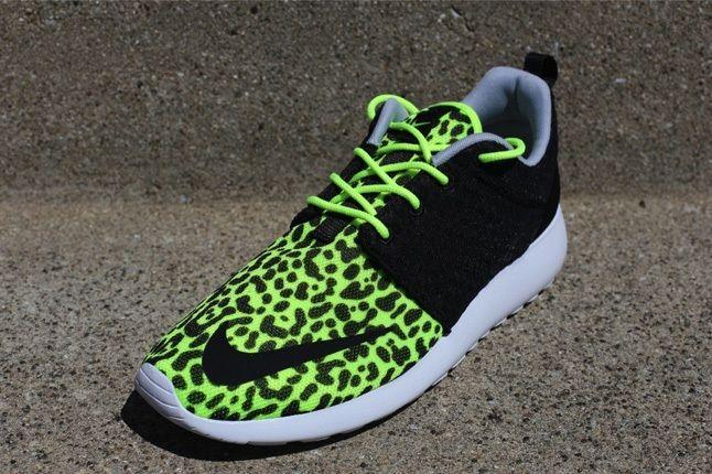 Nike Rosherunfb Leopard Volt Front Quarter 1