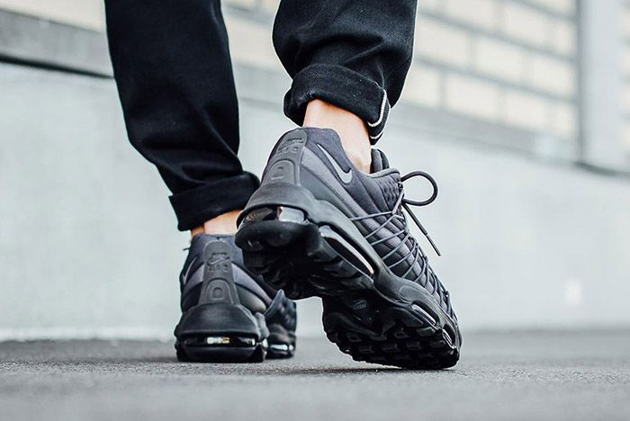 Nike Air Max 95 Ultra Se Black Dark Grey 2