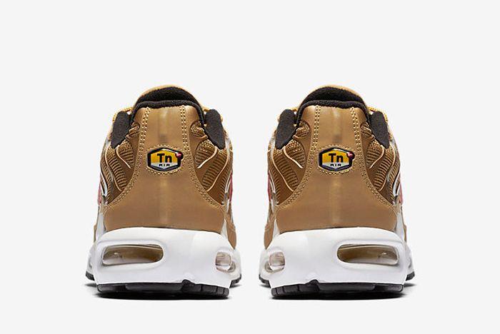 903827 700 F Prem Sneaker Freaker