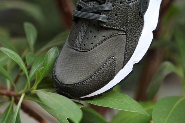 Nike Huarache Wmns Cargo Khaki 3