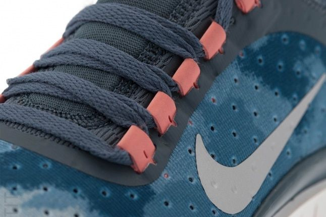 Nike Wmns Free 3V5 Armoryslt Mtllcsilv Lace Detail 1