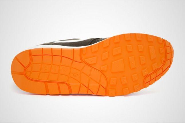 Nike Am1 Venom Sole Profile 1
