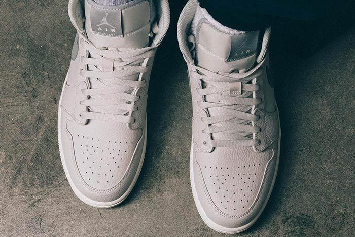 Air Jordan 1 Mid Light Bone Grey Fog 4