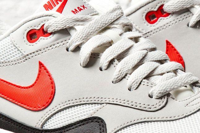 Nike Air Max 1 Essential Light Bone Challenge Red 2 Det