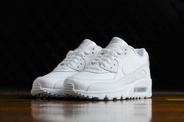 Nike Wmns Air Max 90 Triple White