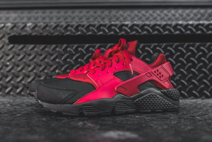 Nike Huarache Black Gym Red Kith Bump 3