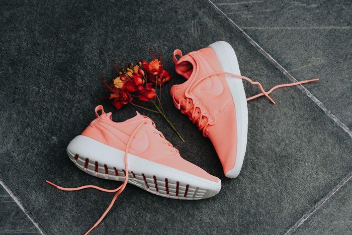 Nike Roshe Two Wmns Atomic Pink