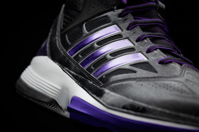 D Howard Light Three Stripes 1