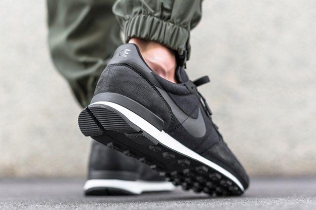 Nike Internationalist Tech Fleece Black 3