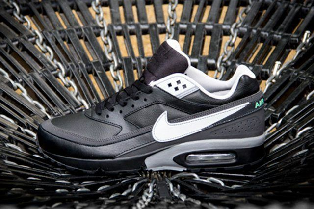 Nike Air Classic Bw Black Silver Profile