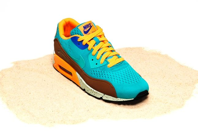 Nike Air Max Bor Pack Am90 Front Quarter 1
