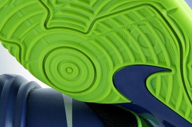 Nike Hyperdunk Low Hyperblue Elecgreen Sole Detail 1