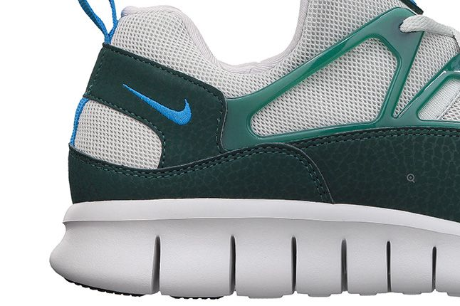 Nike Free Huarache Light Photo Blue Dark Atomic Teal Heel 1